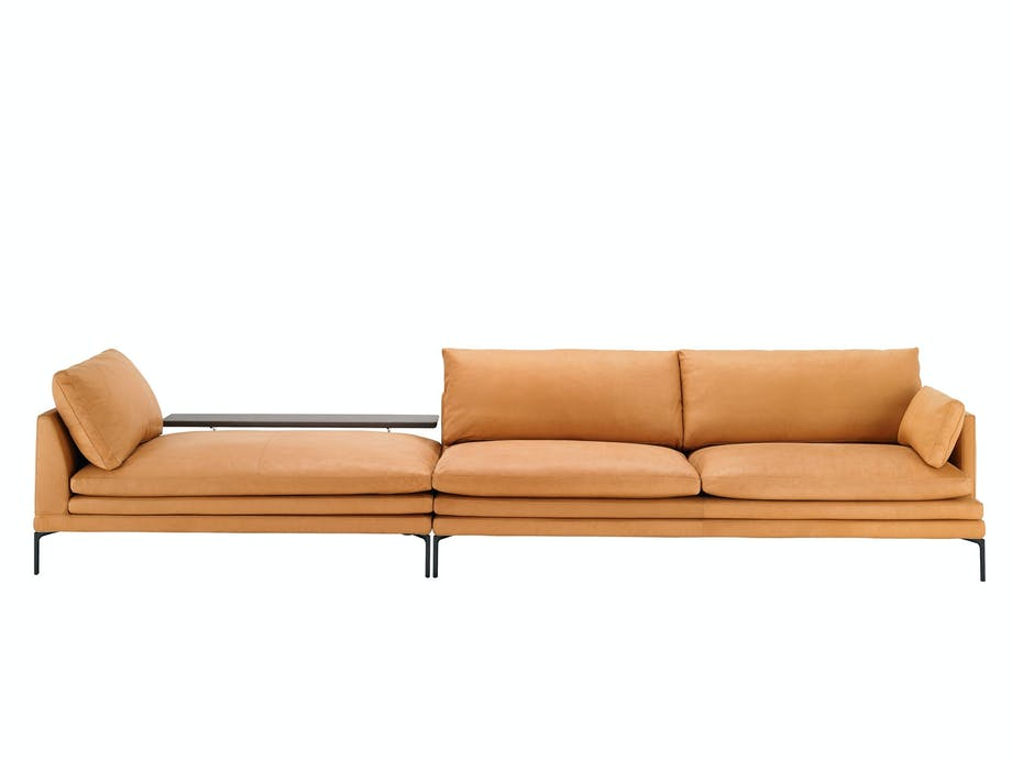 Beige og klassisk sofa, William, design Damian Williamson for Zanotta, fra 114 087 kr, Møbelgalleriet.