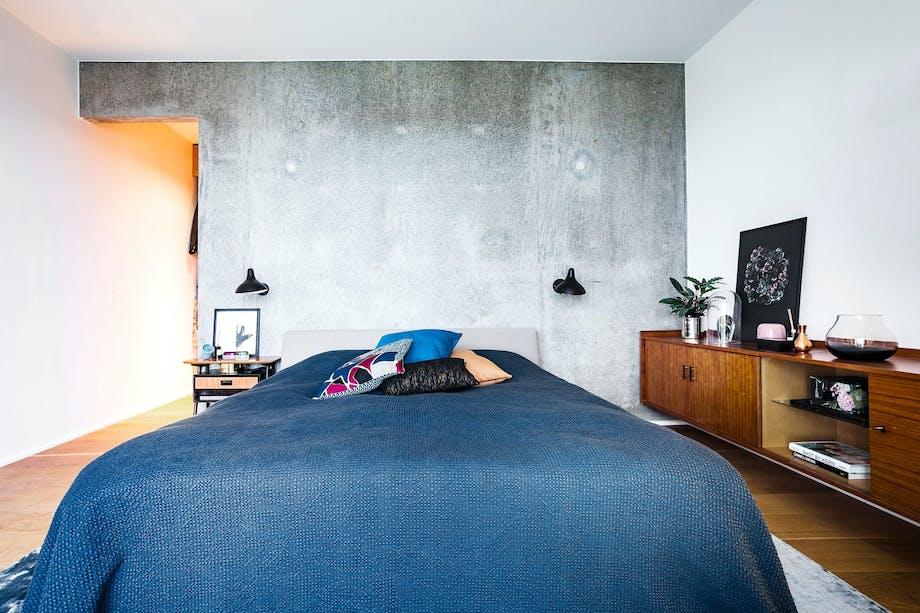 Gråhvit kontrast på soverommet