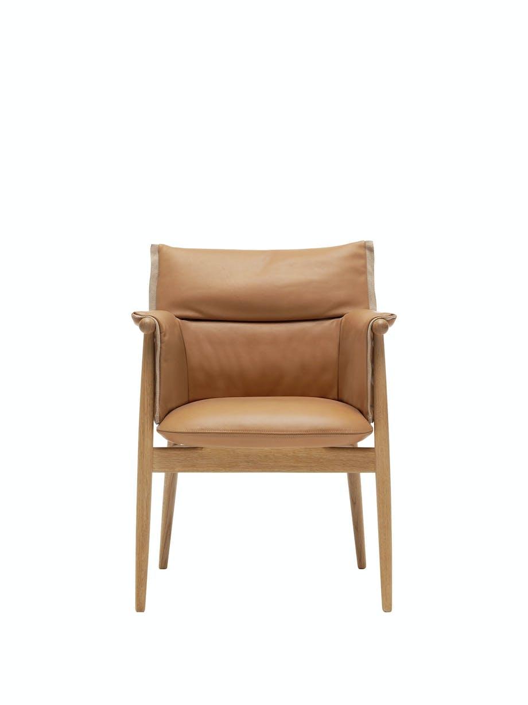 Stol E005 Embrace Chair, design  EOOS, 13 746 kr, Carl Hansen & Søn.