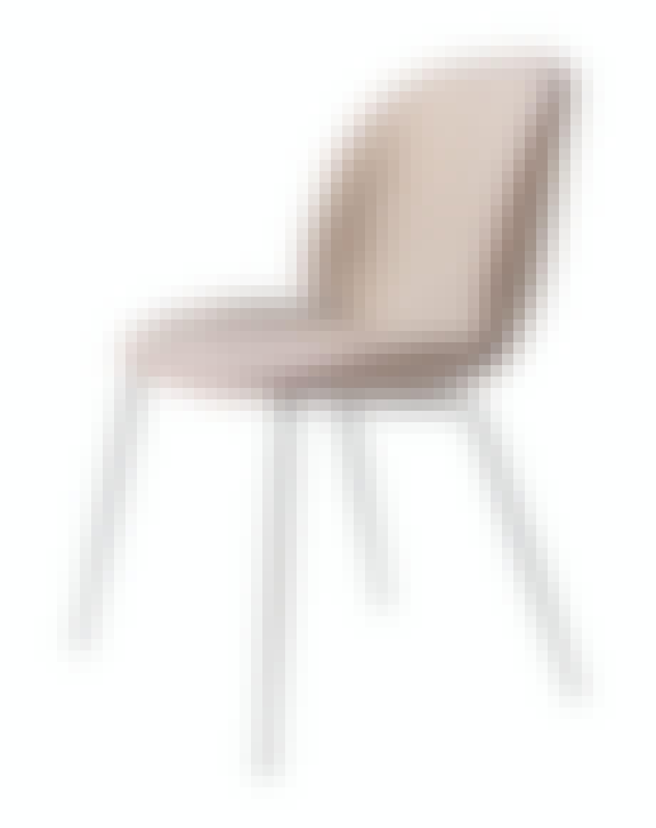 Spisestuestol Beetle, design GamFratesi, fra 6701 kr, Gubi.