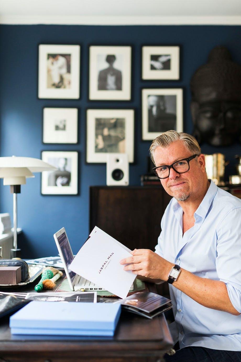 Michael Kristensen har til og med kontorplass i den lille leiligheten i København.