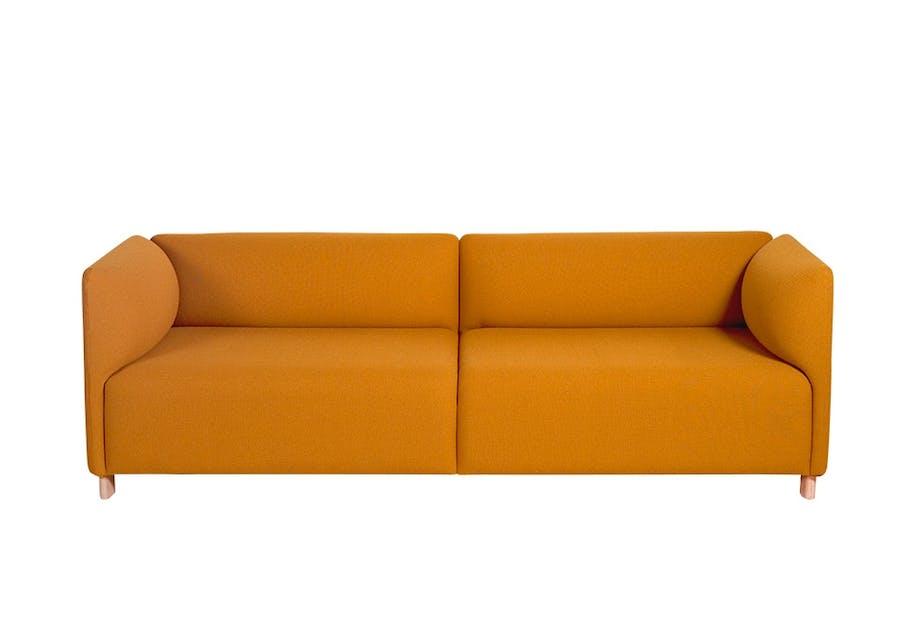 Sennepsgul sofa, ja takk!