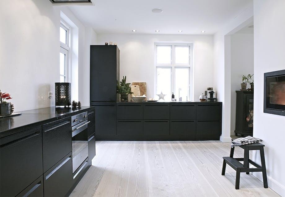 Kult kjøkken i sort