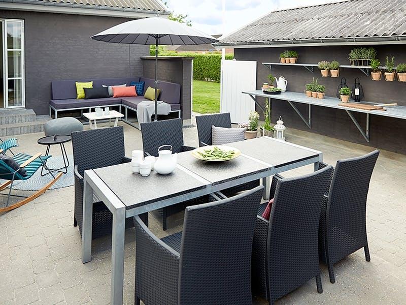 Lekker lounge og praktisk utekjøkken