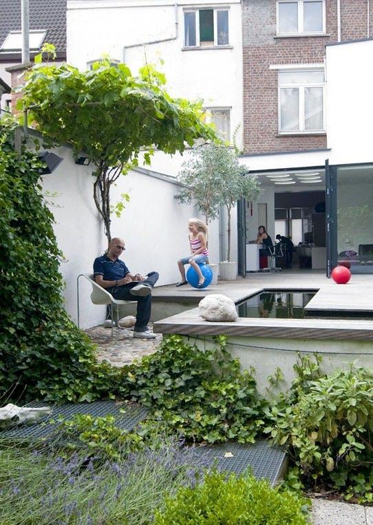 Deilig hage med terrasse