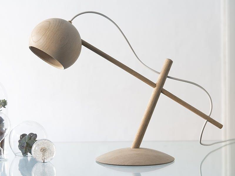 Årets lampe Prisen gis til en lampe som forener ny teknologi og materialvalg med god belysning, og som i seg selv har et karakteristisk formspråk.