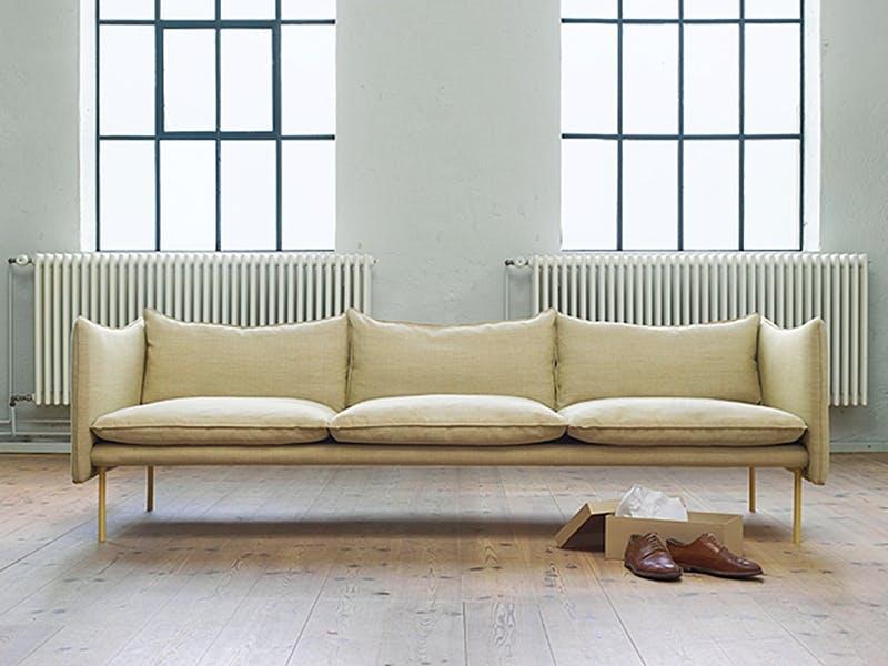 Årets møbel Prisen gis til et funksjonelt og godt møbel med et sterkt formspråk utført i gode materialer, og som har en tiltalende estetikk.