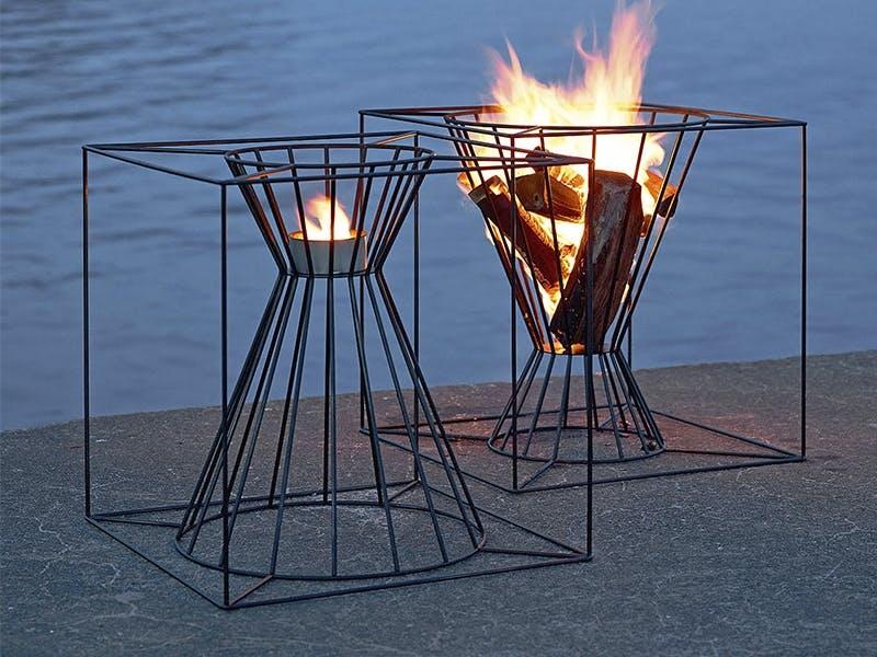 I fyr og flamme med stilige bålstativer