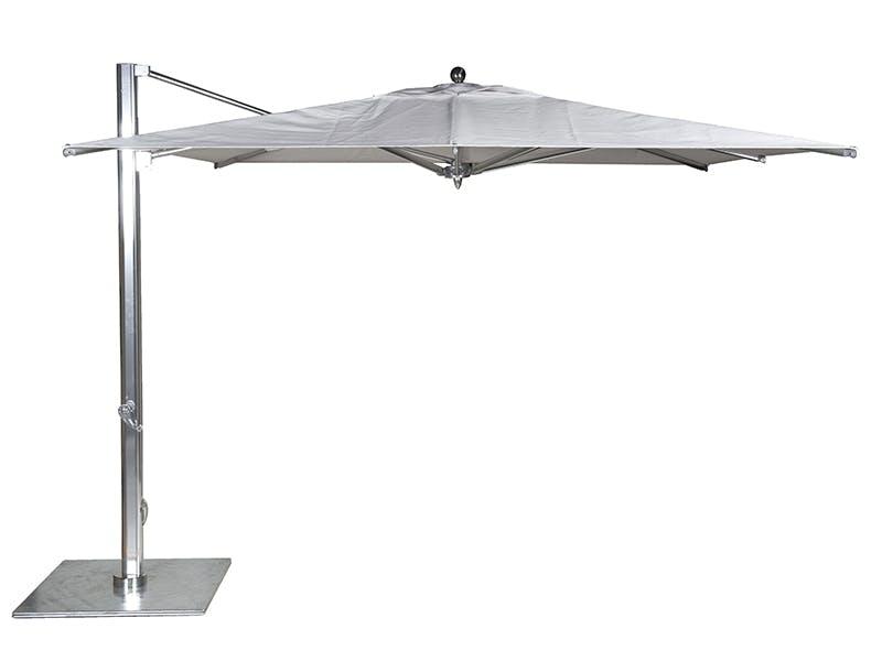 Solid solskjerming med pen parasoll