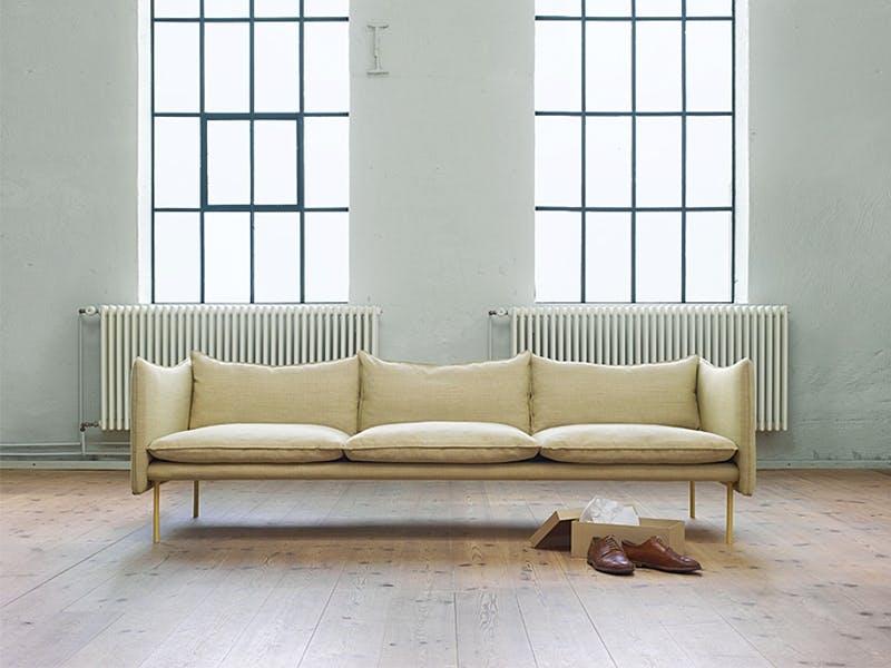 Avslappet sofa av Andreas Engesvik