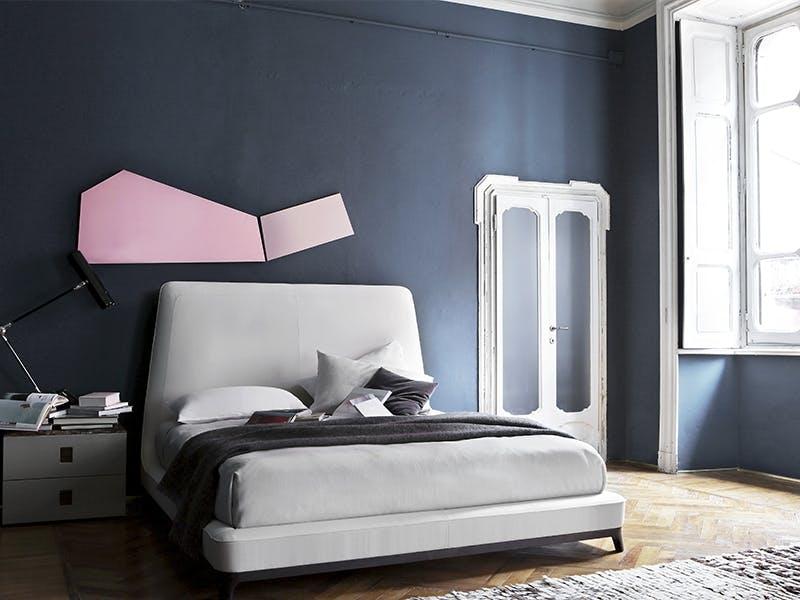 Lys seng - mørk vegg