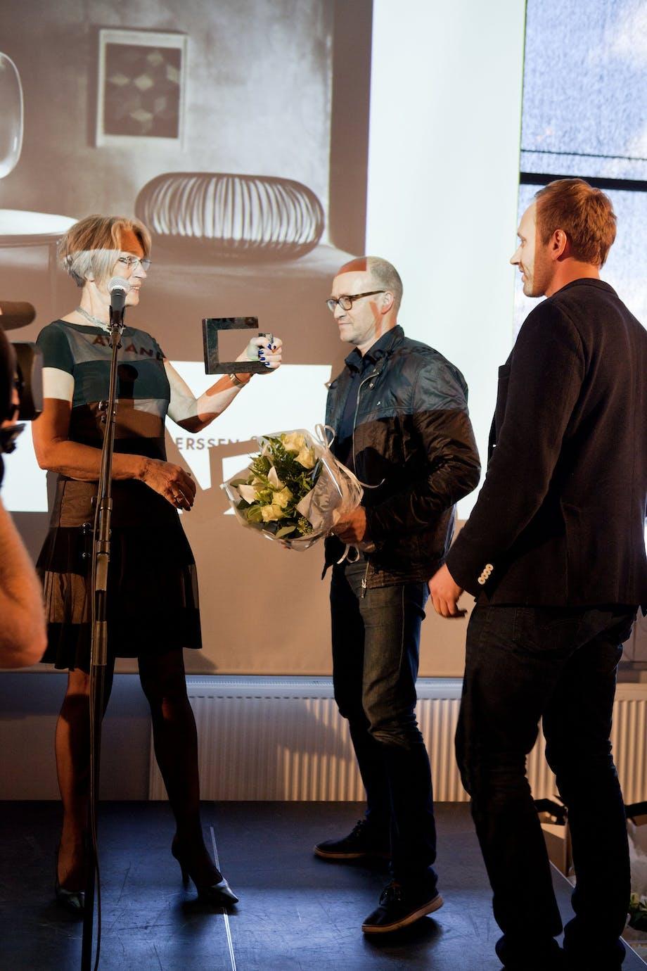 Bente Erichsen delte ut prisen for Årets lampe