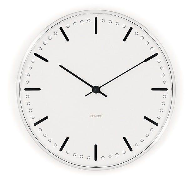 Røff stil med klokke på veggen