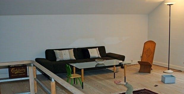 Før: Møbler langs veggene