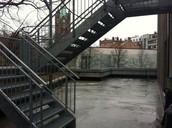 Før: Trist betongplass