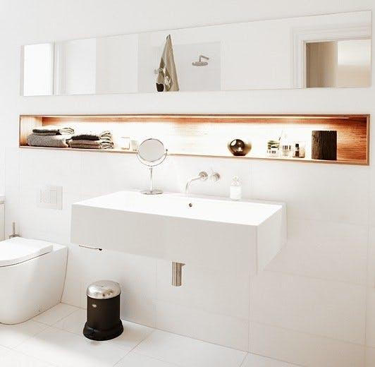Varmt og hvitt på baderimmet