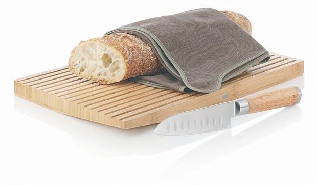 Skjær brødet med bambus