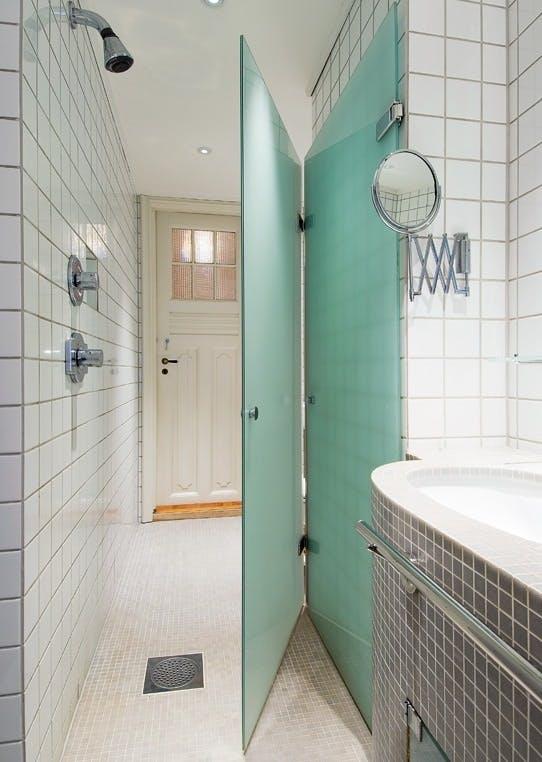 Åpne bad med separat toalett