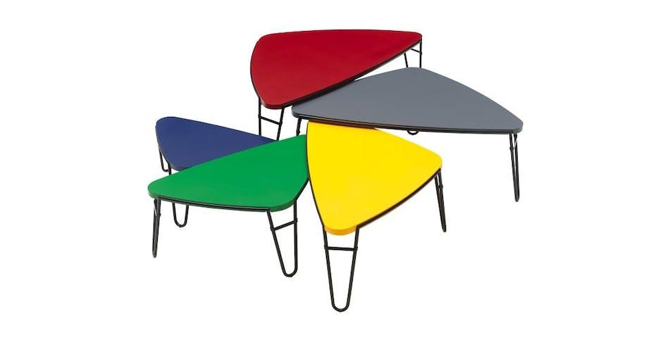 Settbord i regnbuens farger
