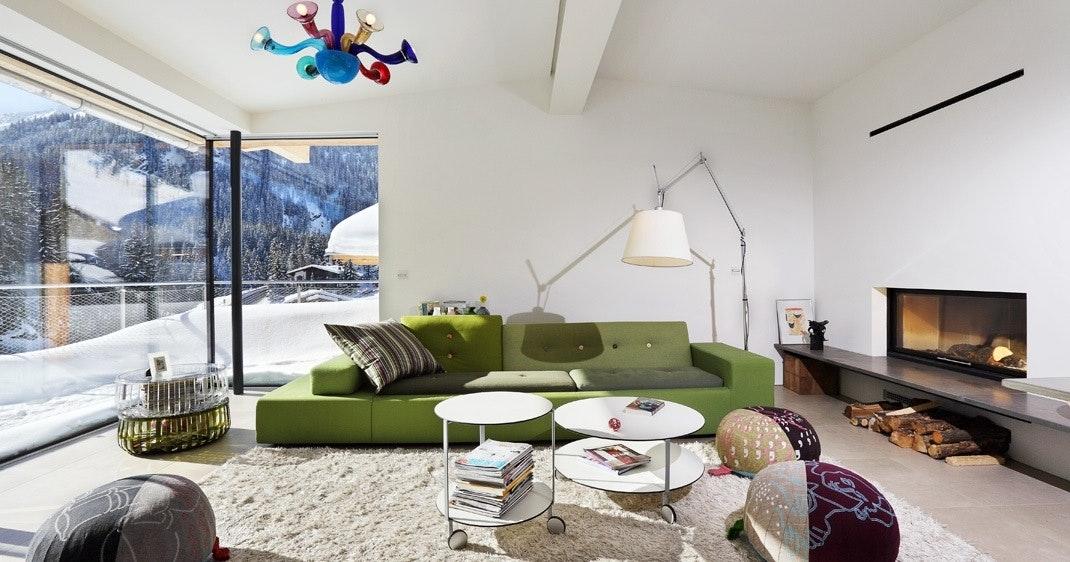 Stuen er innredet med internasjonal design