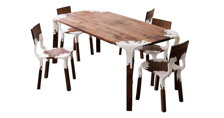 En serie stoler og bord