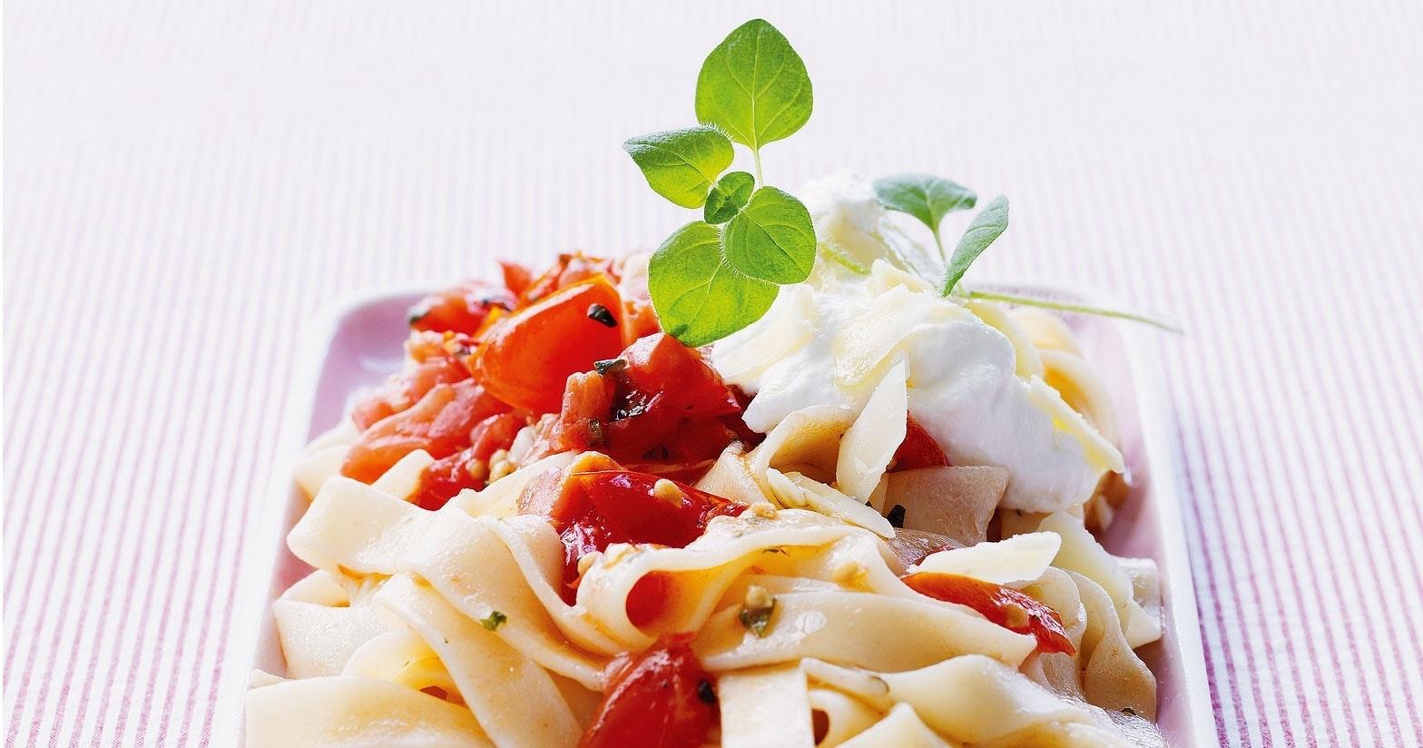 AOM200806_Pasta_tomatsaus_10402