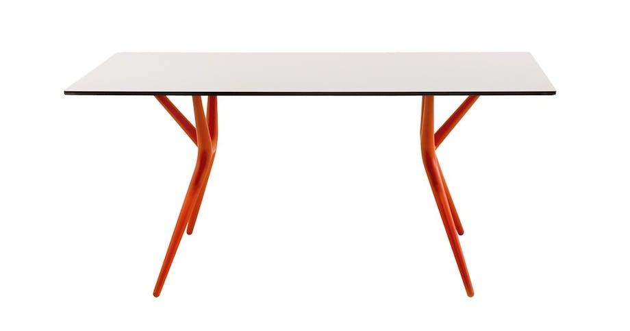 Et av de første bordene fra Kartell,