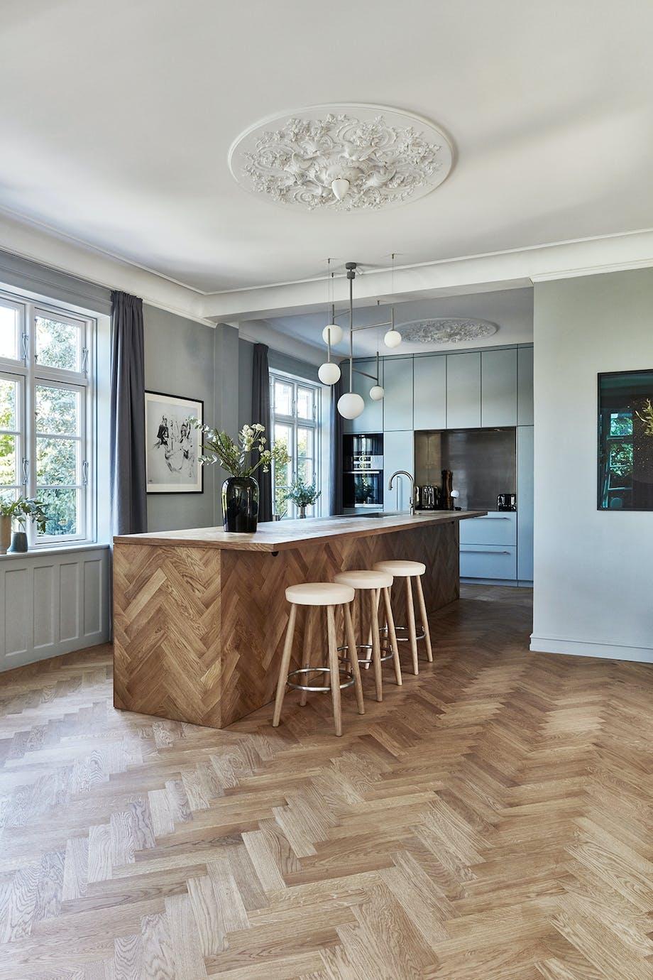 køkken sildebensmønster dansk design barstol