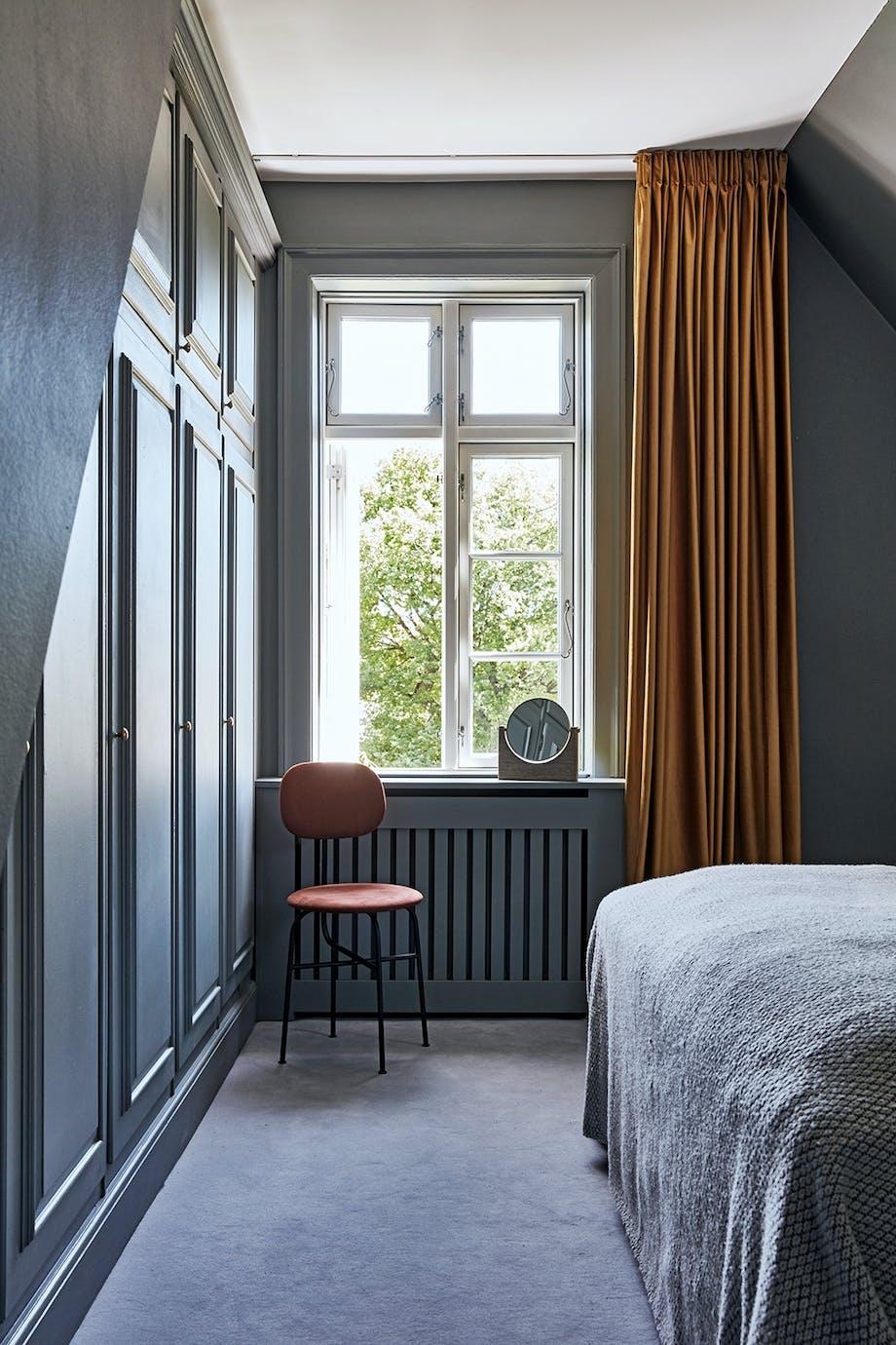 Soveværelse enkelt velour stol sengetæppe gardiner