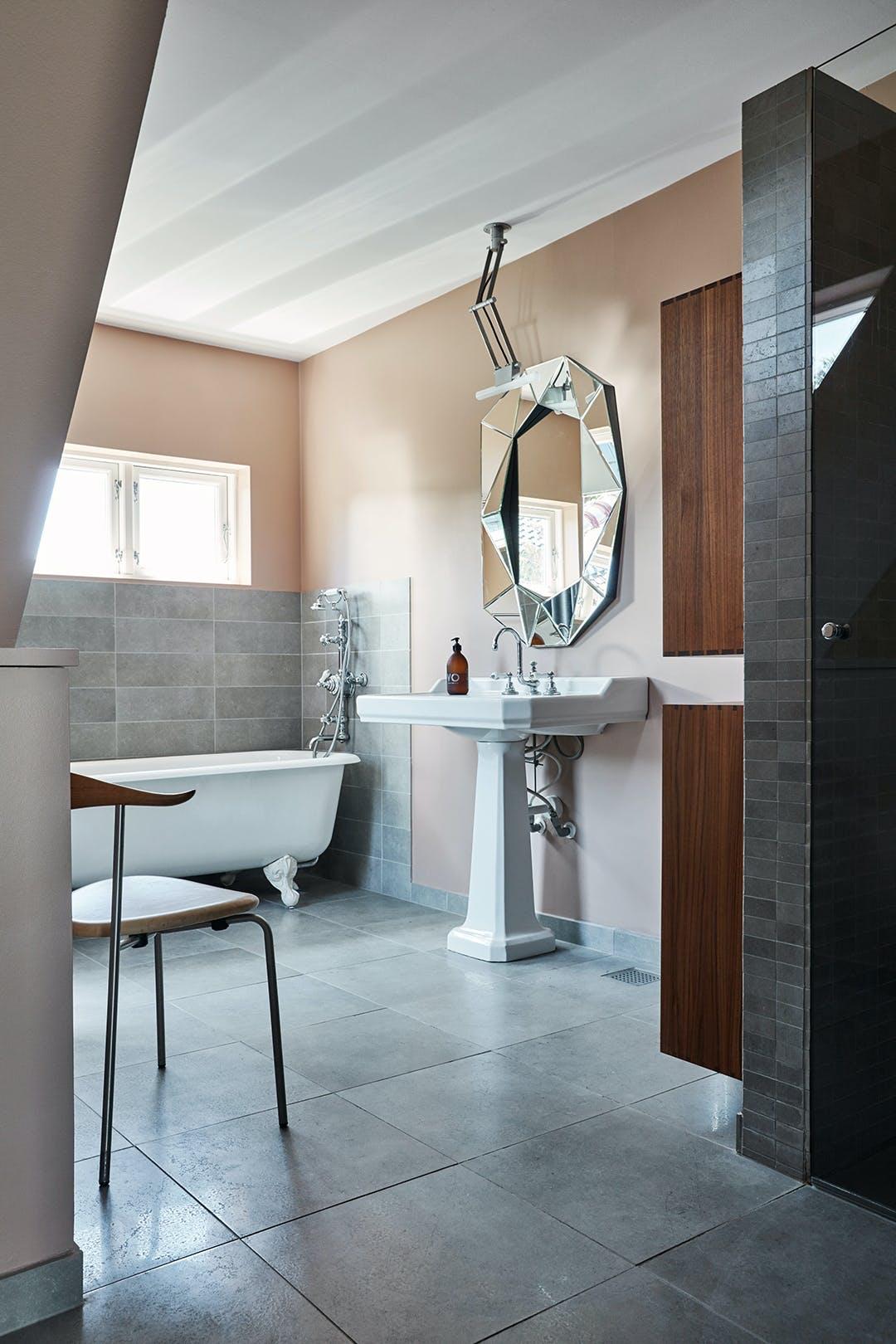 Badeværelse badekar dansk design stol Reflections