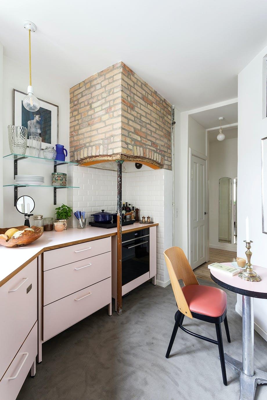 Køkken mursten ildsted lyserød vintage