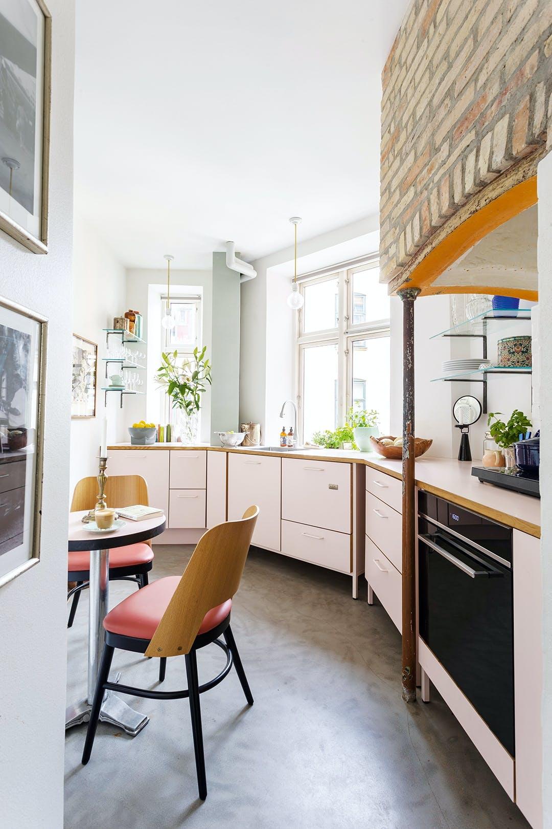 Køkken mursten lyserød vintage ildsted pendel