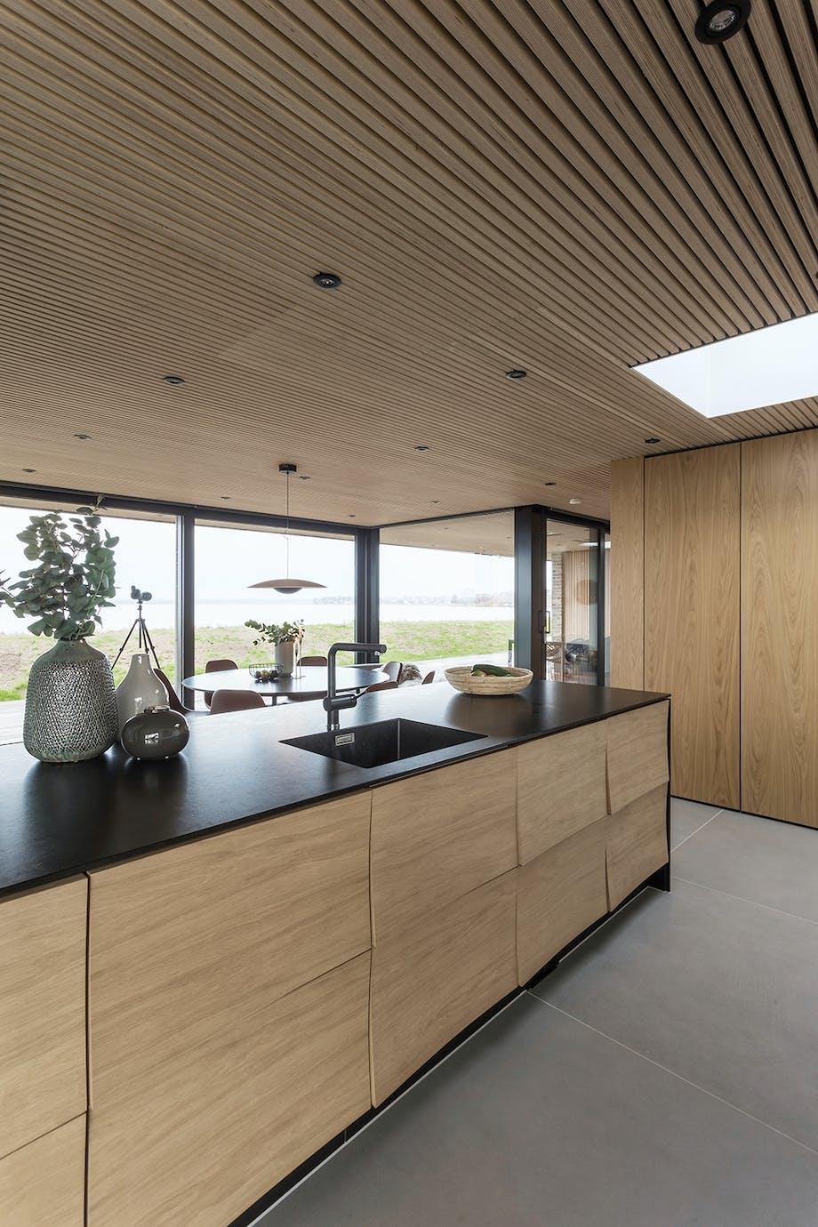 Sommerhus Køkken træ Uno form