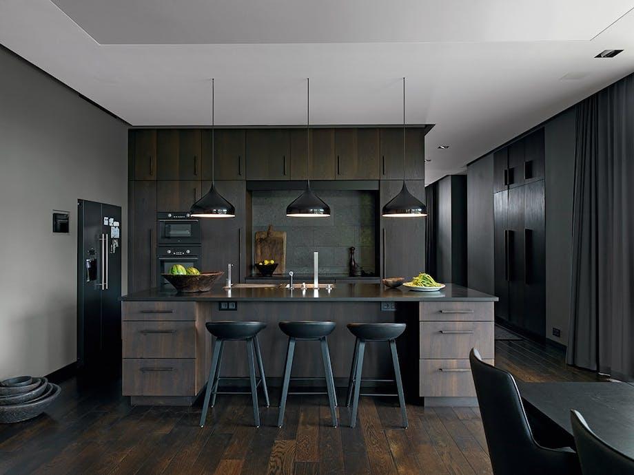 Kjøkken i eik og granitt