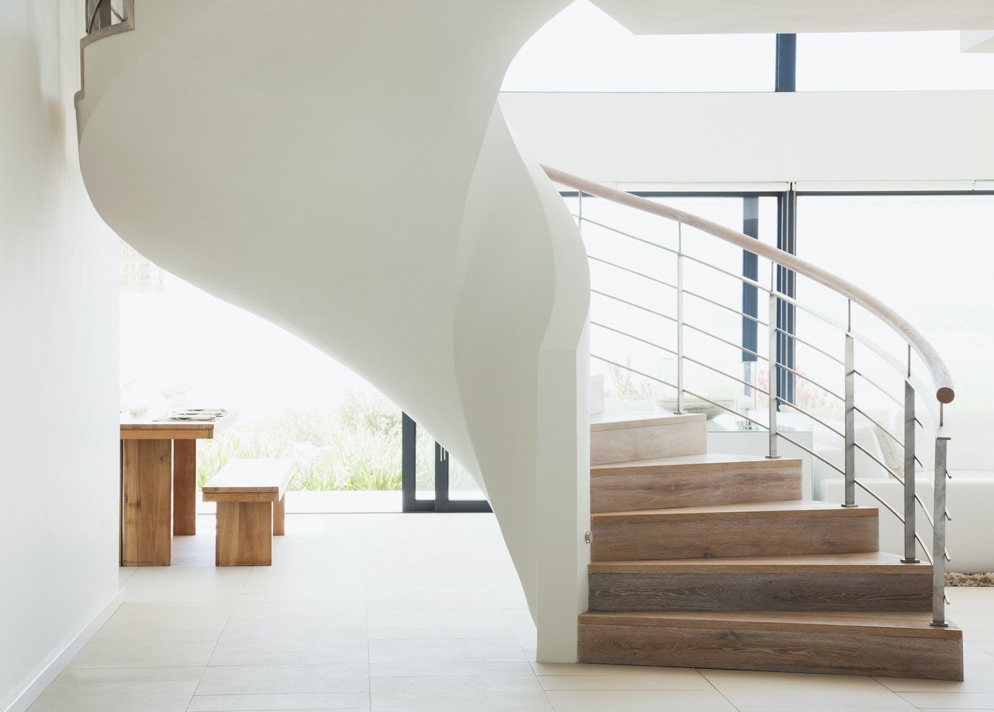 trapper i hvidt hjem