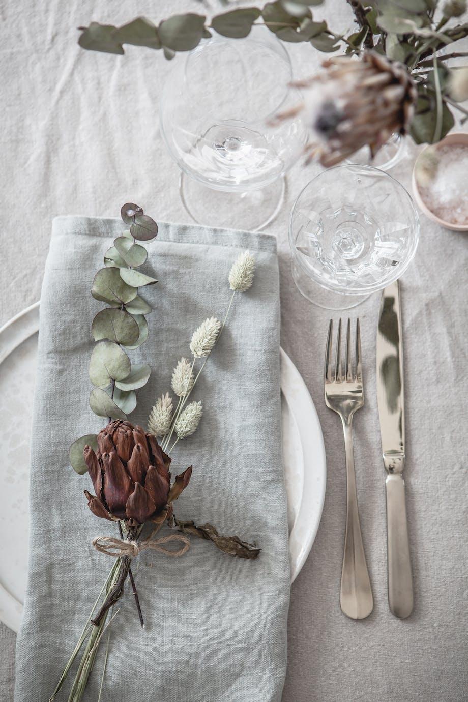 Mega Inspiration til borddækning med tørrede blomster   bobedre.dk MC45