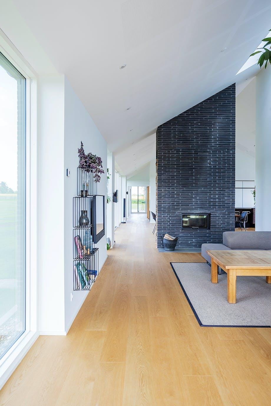 Stue mur sofa Bolia højt til loftet