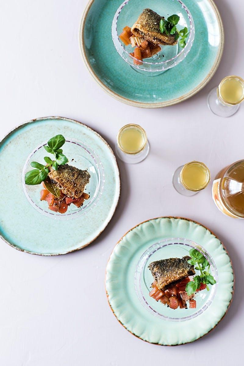 Påskefrokost menu med påske sild med snaps