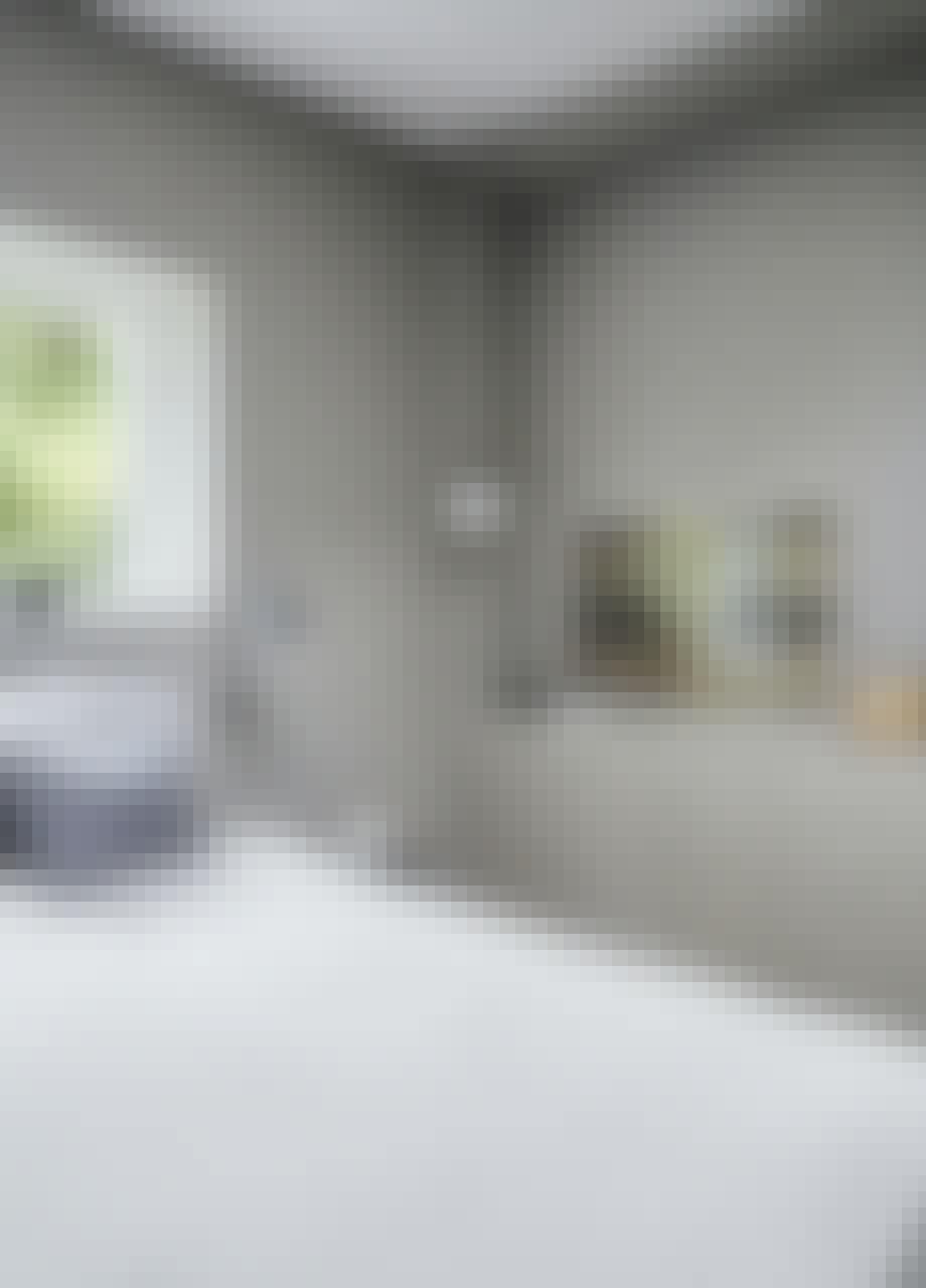 Soveværelse, kommode, bordlampe fra ikea, pendel