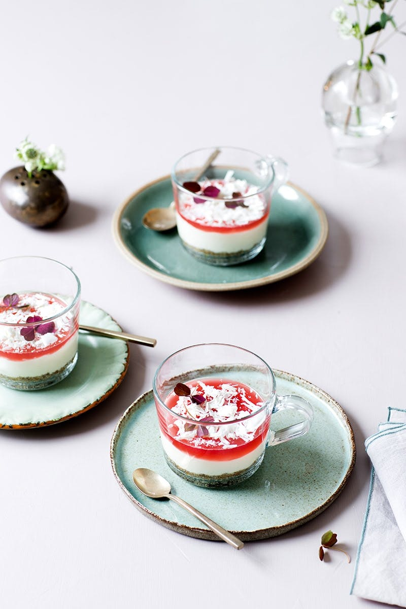 Påskefrokost menu Cheesecake med hvid chokolade og rabarbergelé