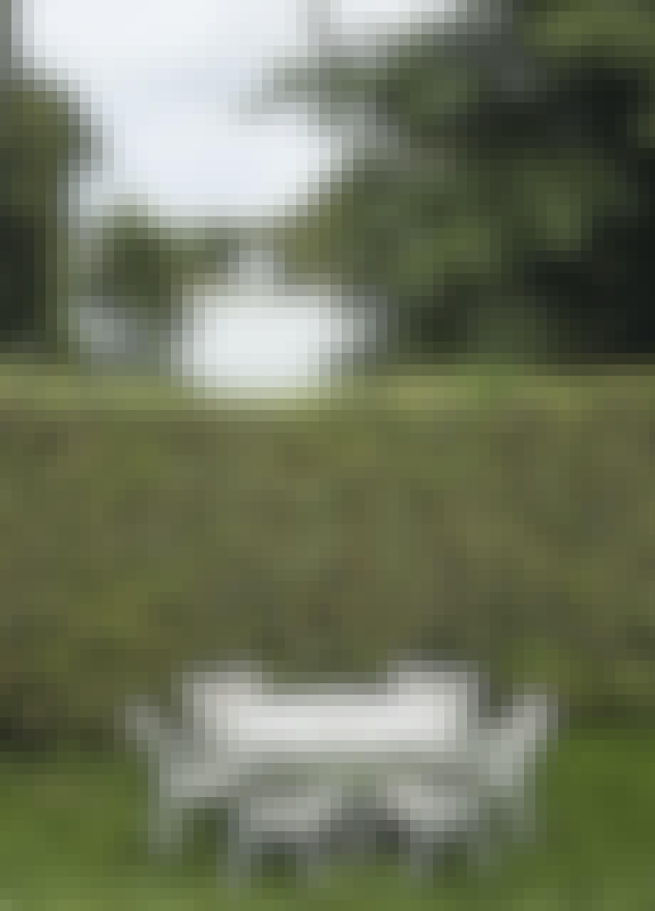Birkerød sø, hvide havemøbler
