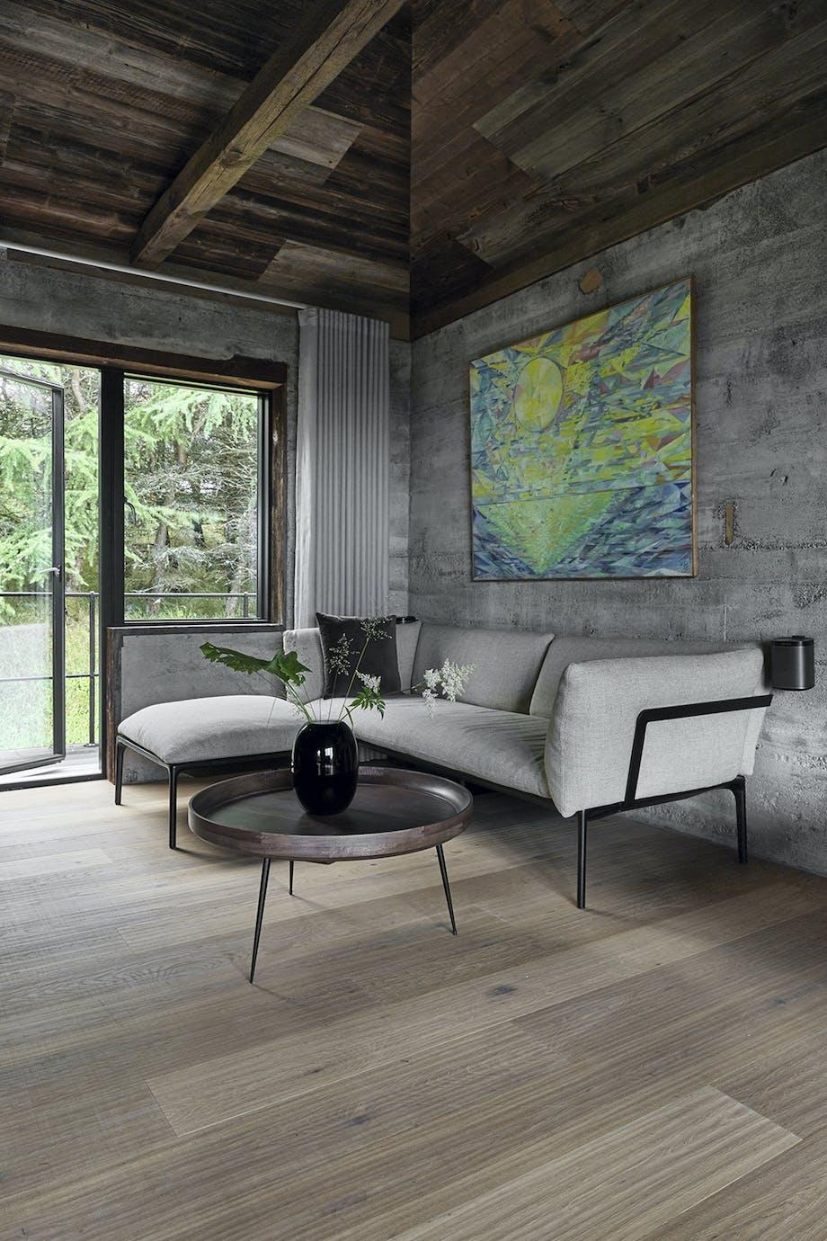 Stue med yale-sofa i lyse grå