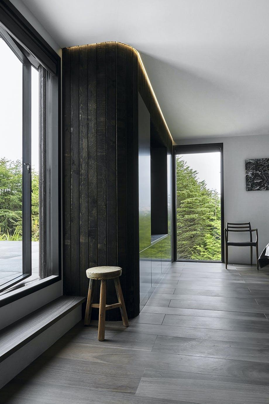 TV-møbel med runde facadehjørner
