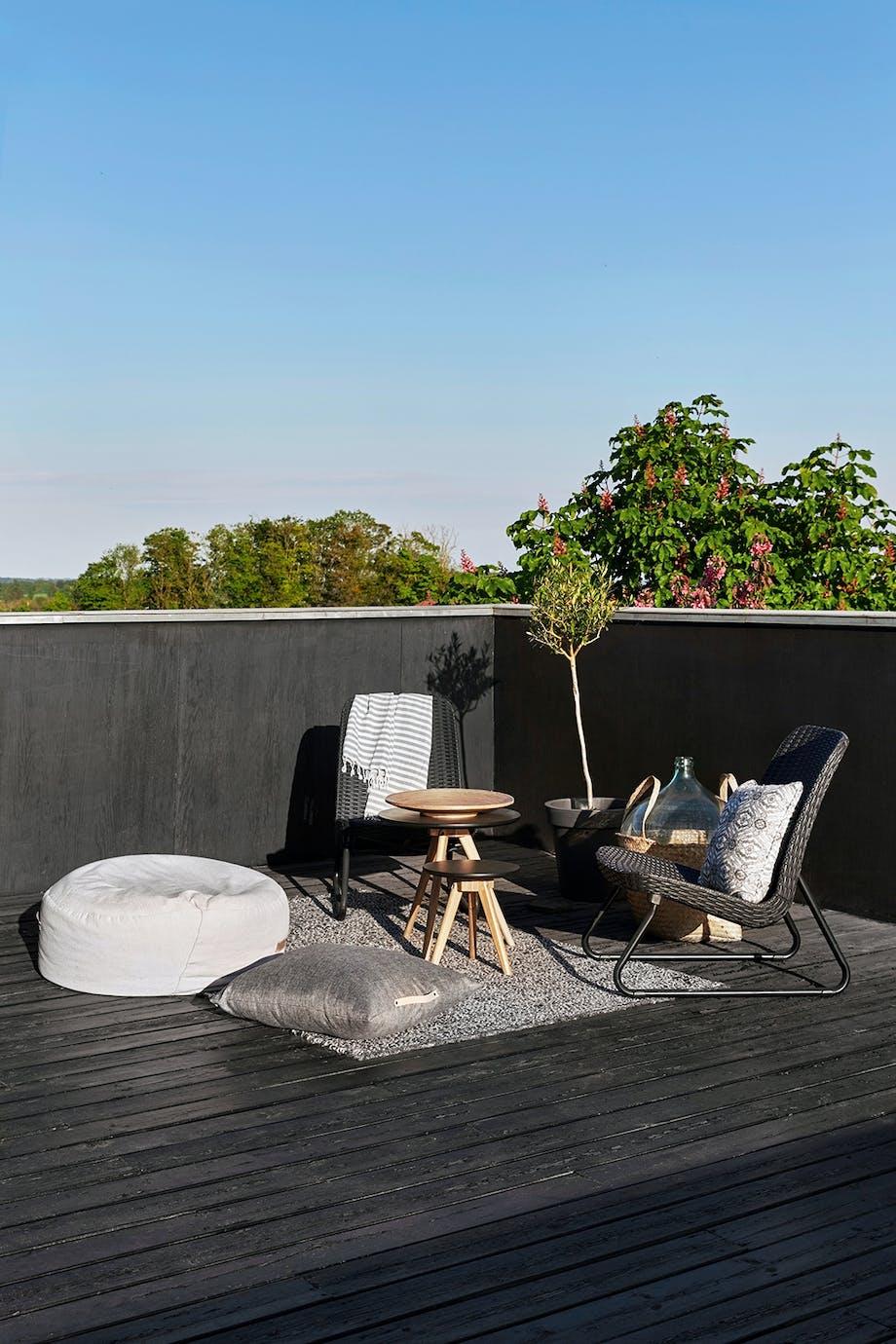 Tagterrasse borde fra Idé-møbler lille oase