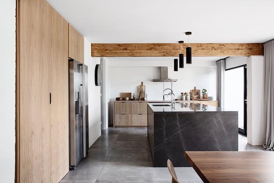 køkken skabe hvid-pigmenteret eg køkken-ø marmor