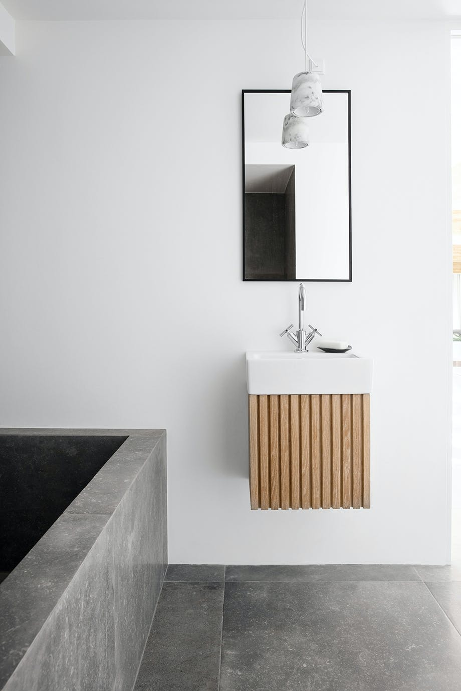 Badeværelse Armatur fra Dornbracht marmorlampe