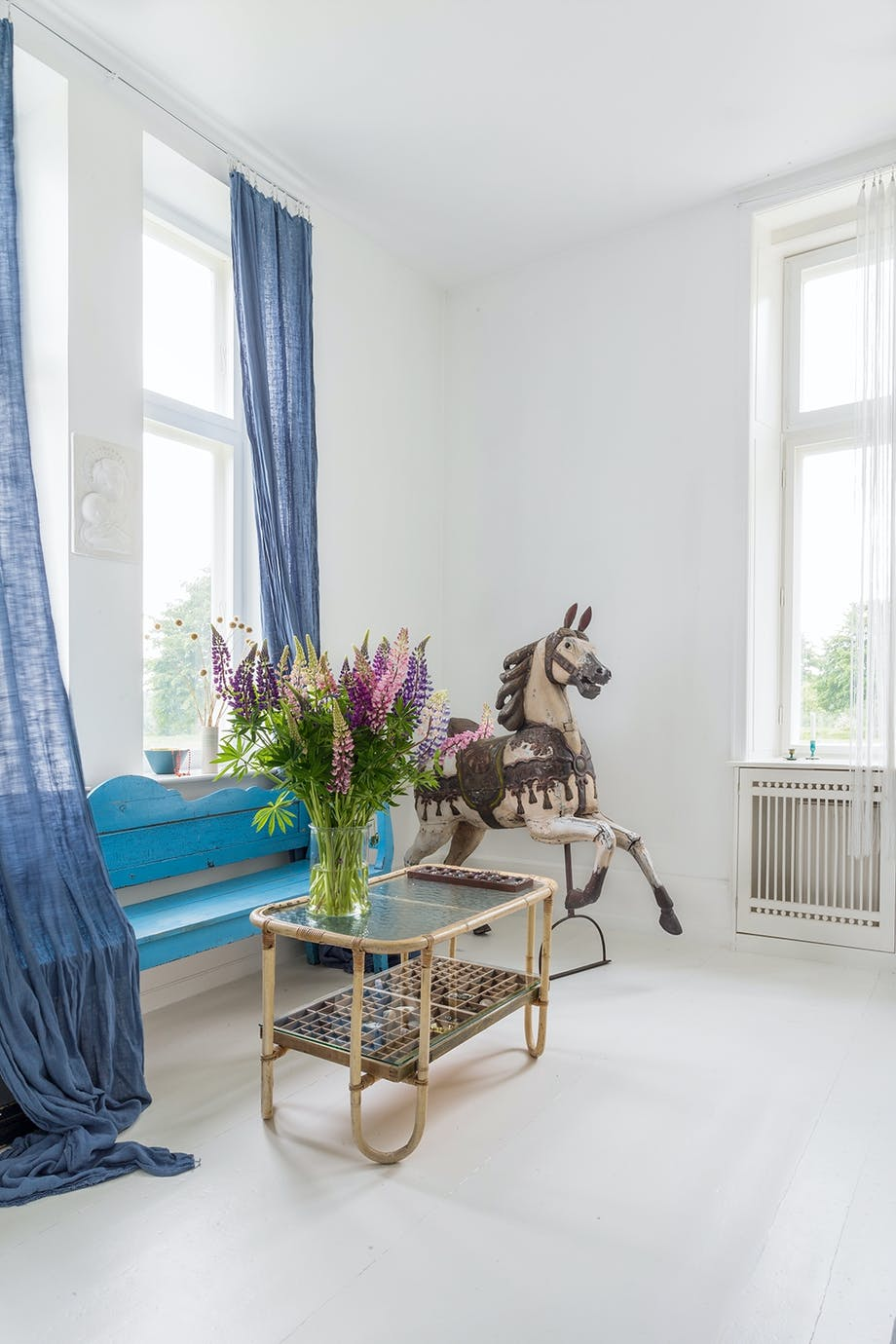 Stue lange gardiner loppefund bambus sofabord træbænk