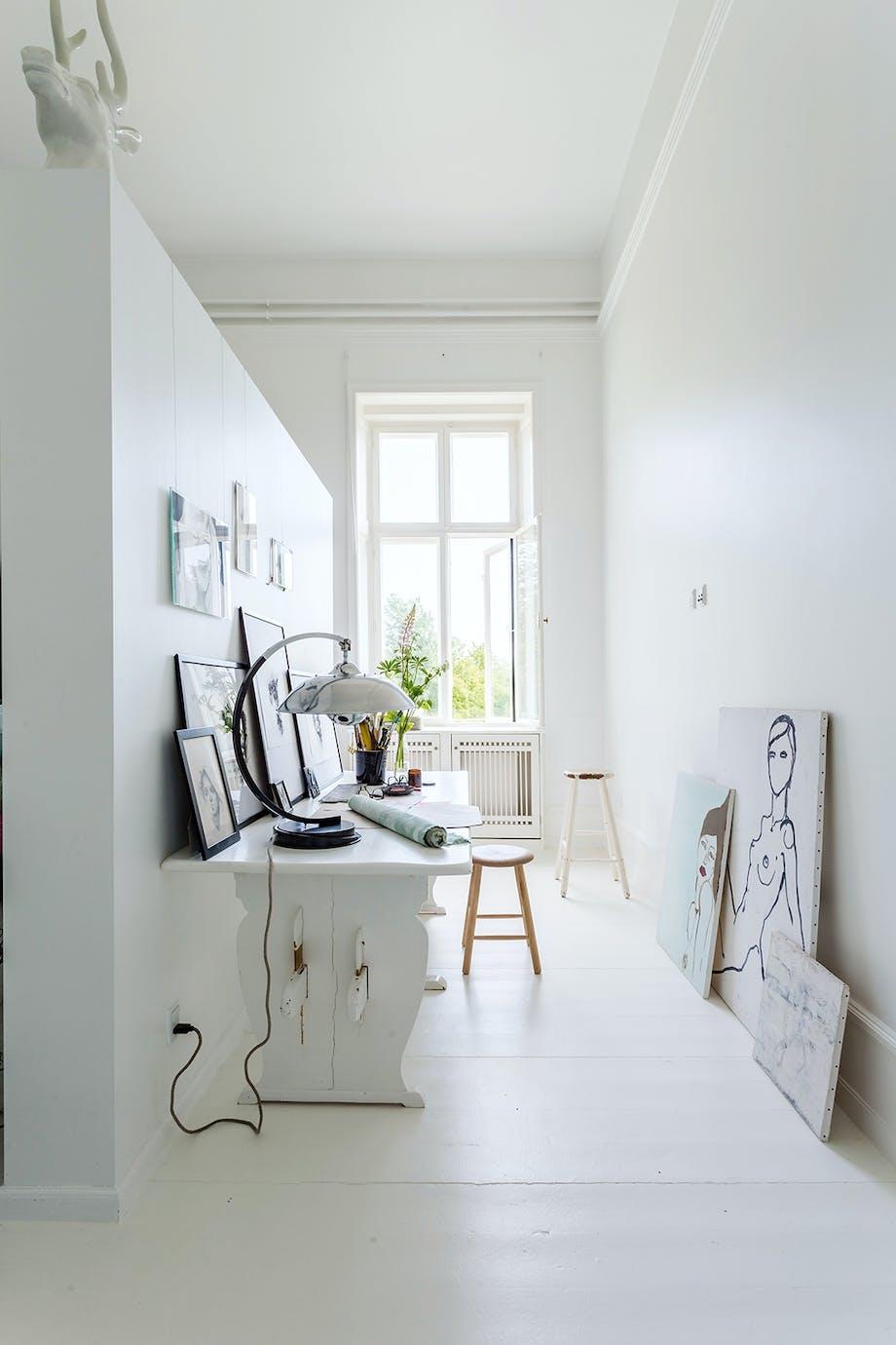 tegnerum rumdeler som tavle lyst rum