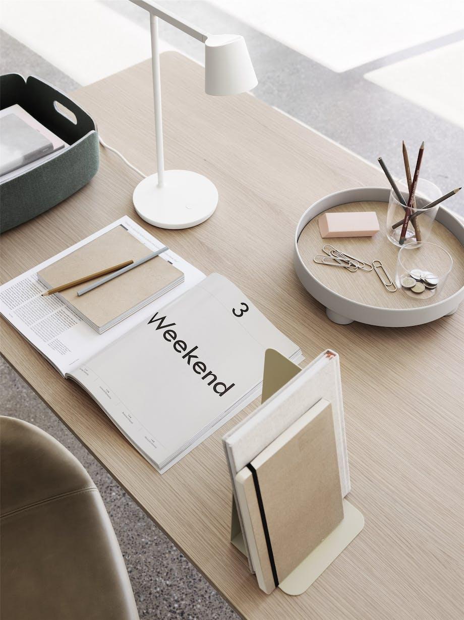 skrivebord bøger organisering