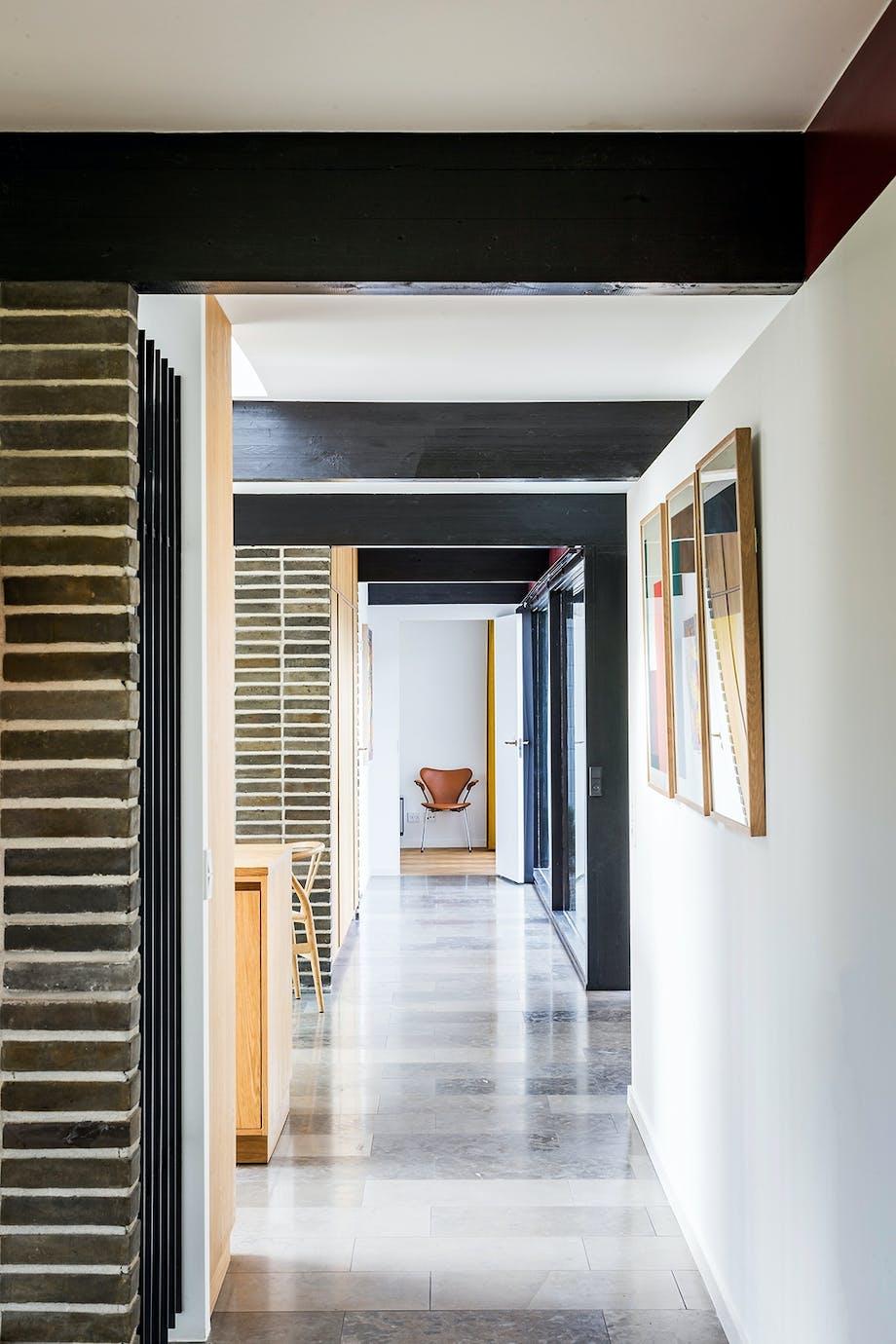 Arne Jacobsen gulv i natursten gråbrun stenmur